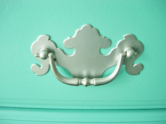 spray-painted-drawer-pull2